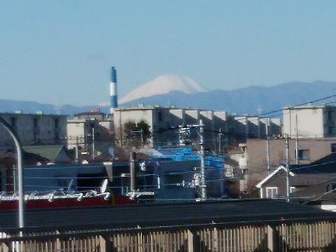 第三京浜筑港インターチェンジ入口歩道橋富士山
