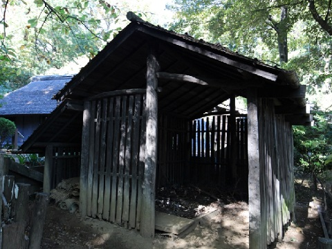 棟持柱の木小屋