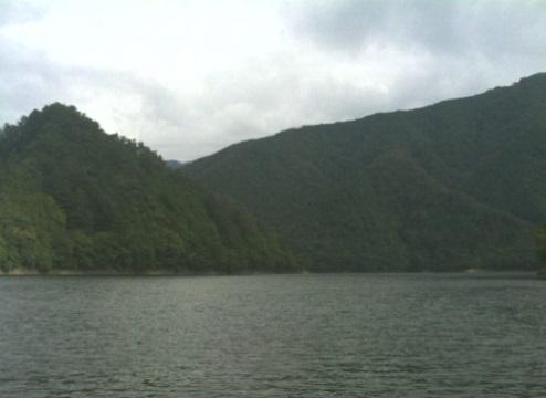 奥多摩湖湖面
