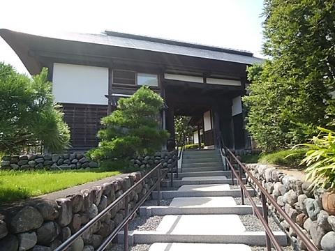 興津邸の長屋門
