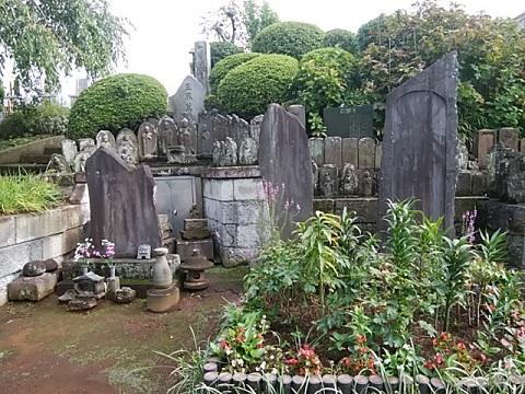 妙法寺線彫地蔵