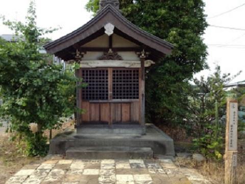 海老名氏の霊堂