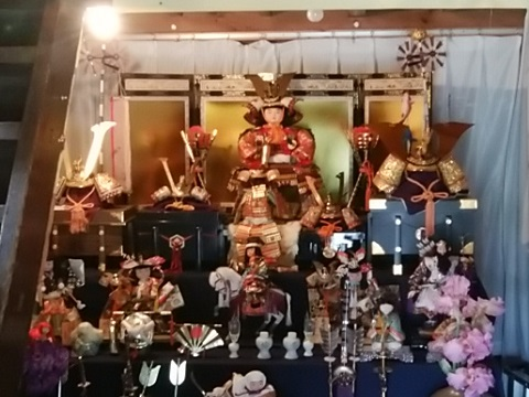 久本薬医門公園の五月人形