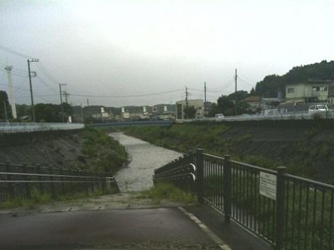 鶴見川麻生川合流点