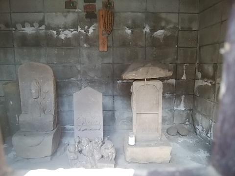 馬絹神社庚申塔