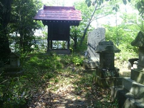 土橋神社地神塔