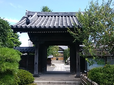 円真寺山門