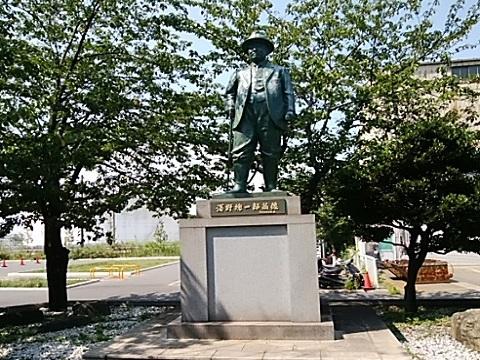 浅野総一郎銅像