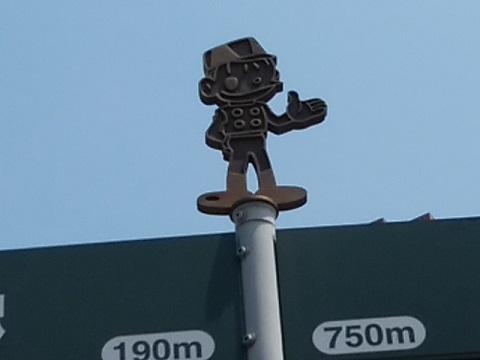 2.駅入り口信号付近