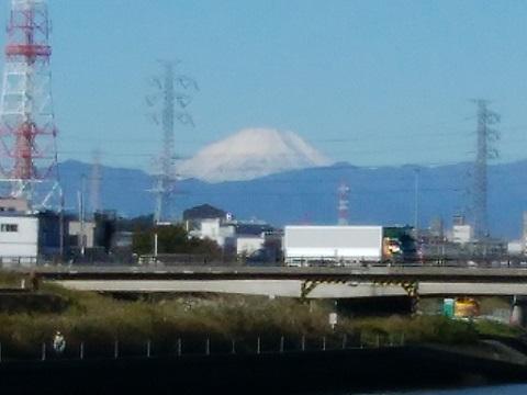 鶴見川南加瀬5丁目の土手富士山