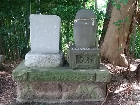 山田神社力石